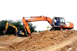 挖掘机现场操作